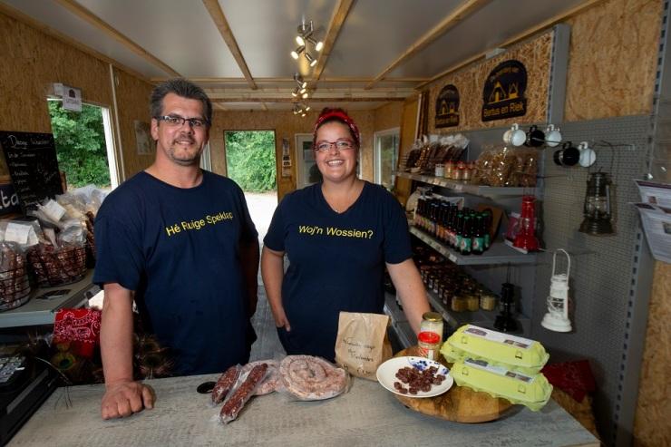 Maarten en Else-Mein zijn een boerderij winkel begonnen met lokale producten. Foto Kevin Hagens